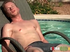 Cute guy swims and masturbates his bushwa